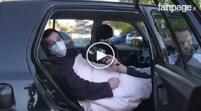 """Affetta da sindrome rara, invalida e senza casa: """"Sono allergica al mondo e vivo in auto"""""""