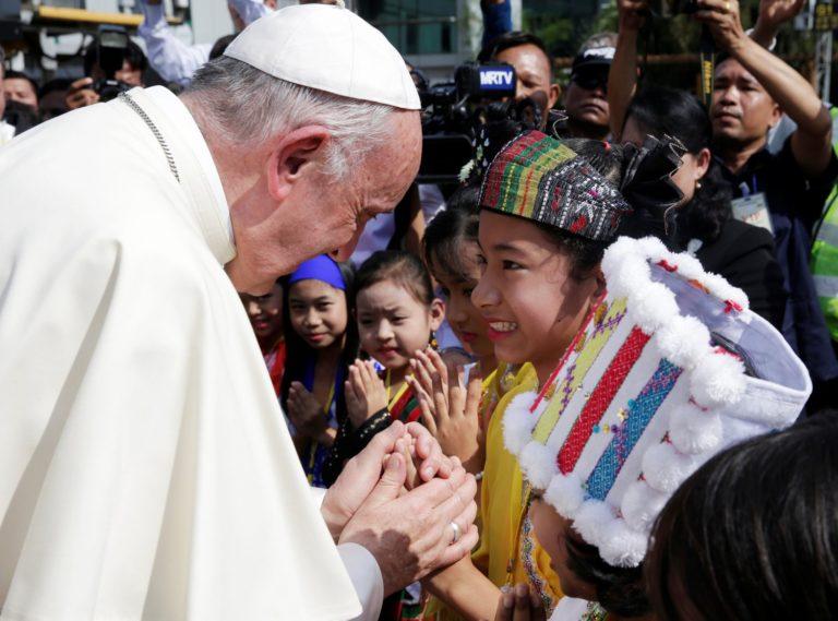 La pietà del Papa in Myanmar. Ma non dimentichi i cristiani
