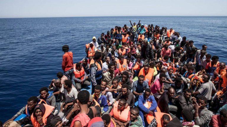 Immigrazione, accusata Open Arms: l'ong implicata nel traffico dei migranti?